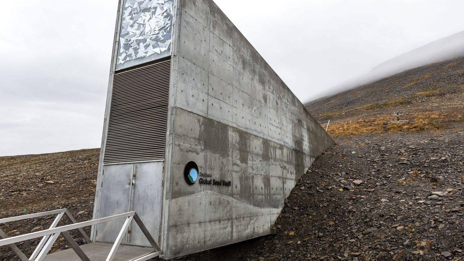Trygg og sikker langtidslagring av frø fra hele kloden i Svalbard Globale frøhvelv